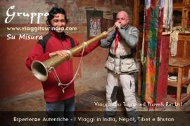 Foto India, corno tibetano, monastero Deskit