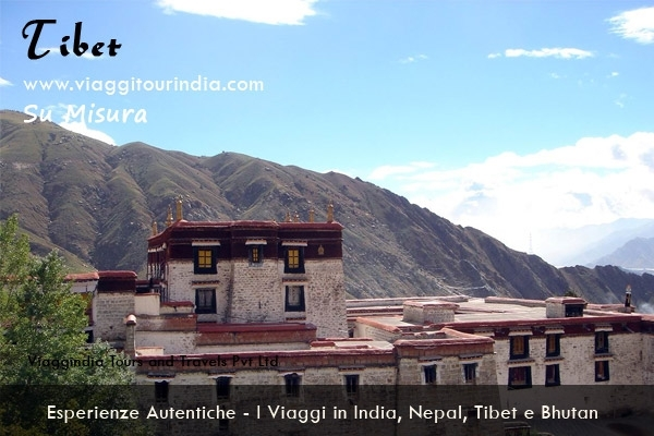 Il Viaggio in India, Nepal e Tibet - 19 Giorni DELHI - SAMODE - JAIPUR - FATEHPUR SIKRI - AGRA - ORCHA - KHAJURAHO - VARANASI - KATHMANDU - LHASA - SHIGATSE - GYANTSE - LHASA