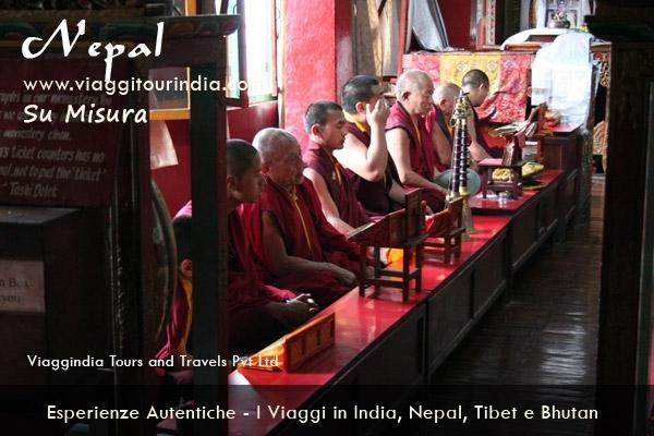 Il Viaggio in India e Nepal - 14 Giorni  DELHI - KATHMANDU - VARANASI - KHAJURAHO - ORCHA - AGRA - JAIPUR - DEOGARH - RANAKPUR - UDAIPUR - MUMBAI