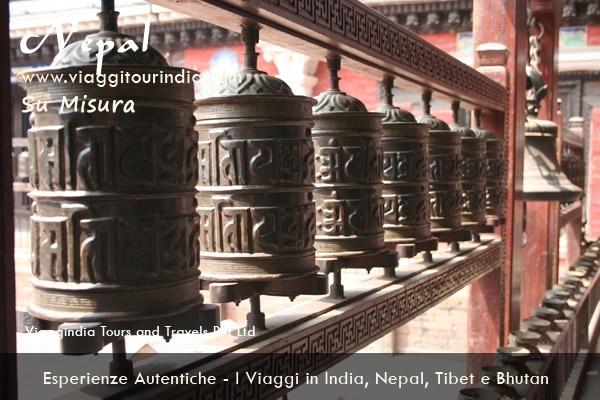 Il Viaggio in India e Nepal - 16 Giorni  DELHI - SAMODE - JAIPUR - AGRA - ORCHA - KHAJURAHO - VARANASI - KATHMANDU - POKHRA - CHITWAN - KATHMANDU - NAGARKOT - KATHMANDU - DELHI ॐ